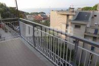 Appartamento vista mare con giardino e box.